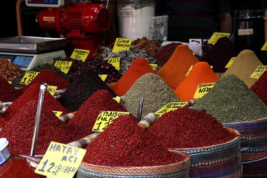 Marché aux épices dans le souk égyptien, Istanbul, Turquie 2011.