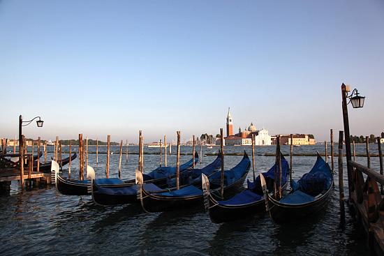 Venise, gondoles devant la Basilique San Giorgio Maggiore, Italie 2011.