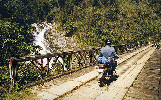 Vietnam, sur la piste Hô Chi Minh entre Dak Vak et Ph'uoc So'n