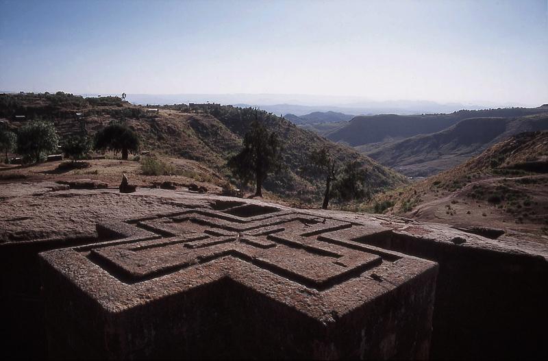 Sommet de l'église de Saint-George, creusée dans le roc, Lalibela - Éthiopie, février 2000