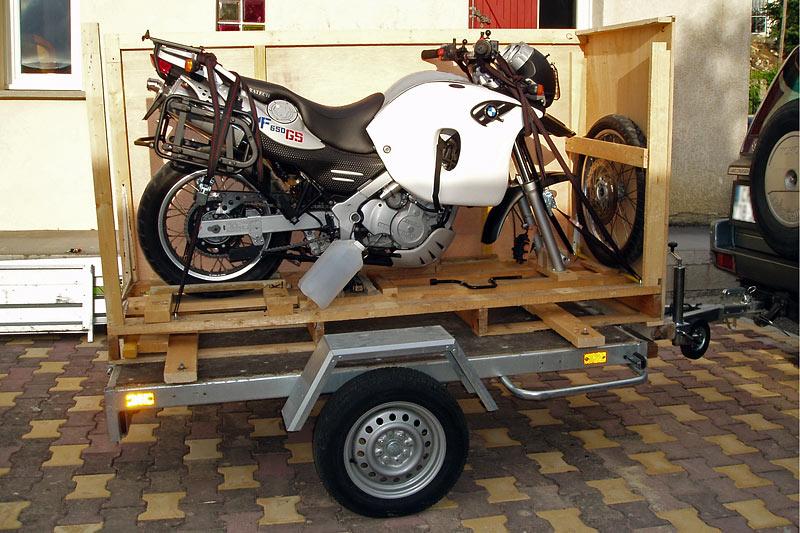 Mise en caisse d'une moto BMW F650 GS Dakar