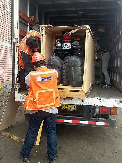Récupération de la caisse de la moto à Callao, Lima - Pérou 2014