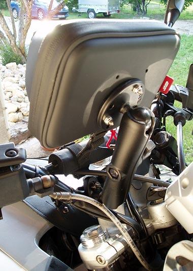 Lecteur smartphone/gps givi monté sur ram mount Touratech