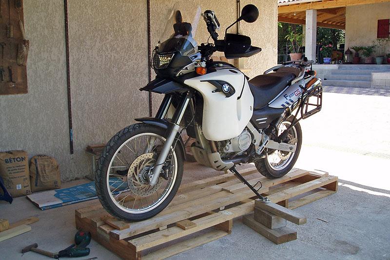 Présentation de la moto sur la palette