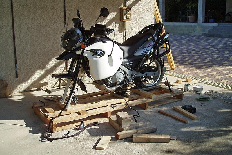 comment mettre sa moto en caisse. Black Bedroom Furniture Sets. Home Design Ideas