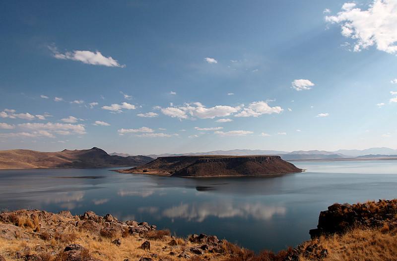 L'ile d'Umayo, lac de Silustani, Pérou - 2014
