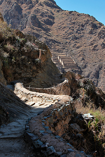 Sentier à Ollantaytambo, Pérou - 2014