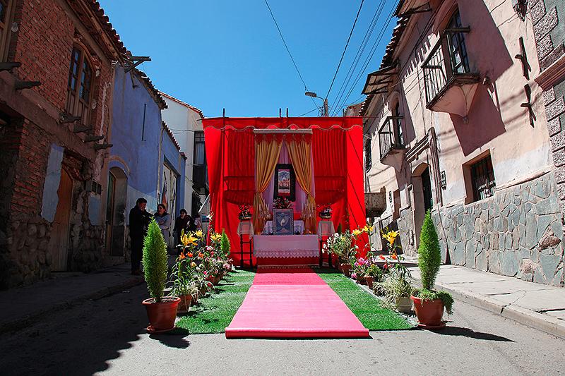 Arrivée de la procession pour le Señor de la Vera Cruz, Potosi, Bolivie - 2014
