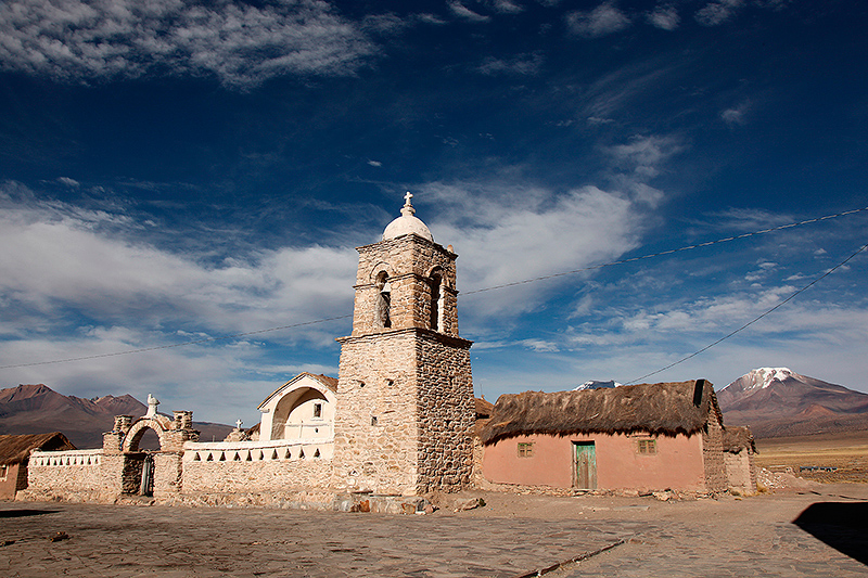 L'église d'adobe de Sajama, Bolivie - 2014