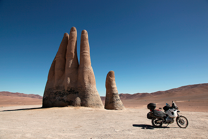La mano del desierto, à 50 km au sud d'Antofagasta sur la ruta 5, Chili - 2014