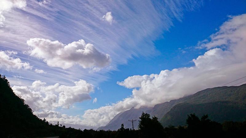 Le soleil chasse les nuages sur la Carretera Austral, Chili - 2014