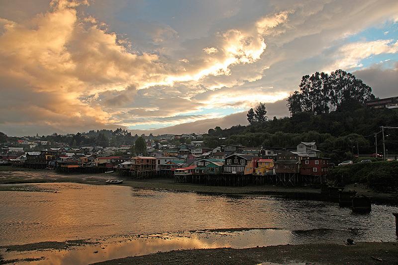 Une éclaircie sur Castro, île de Chiloé, Chili - 2014