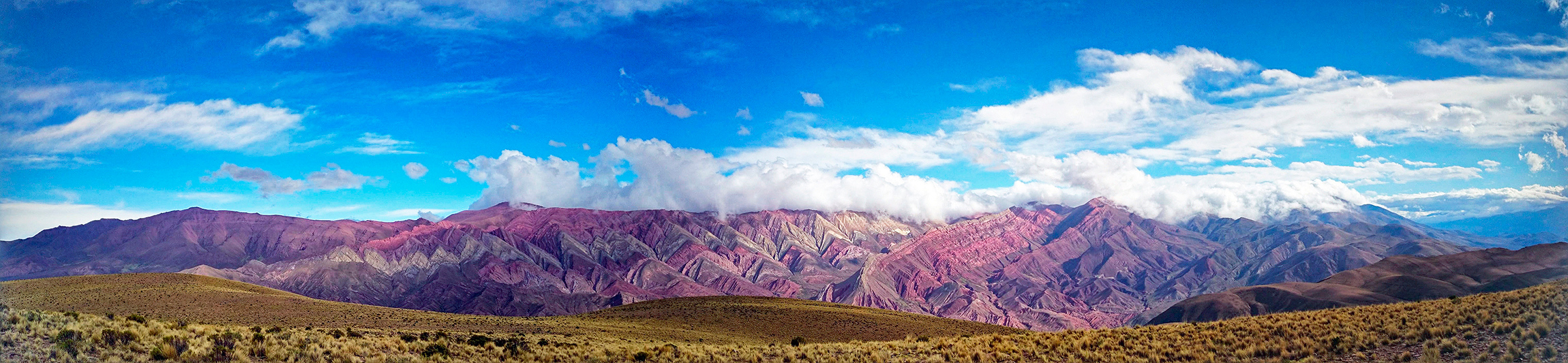 "Vue panoramique du ""mirador del Hornocal"", Humahuaca, Argentine - 2014"
