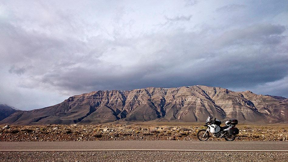 A moto sur la route d'El Chalten, Argentine - 2014