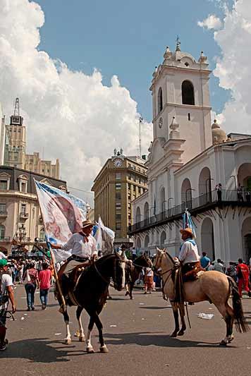 Gauchos du mouvement la Campvora, plaza de Mayo, Buenos Aires, Argentine - 2014