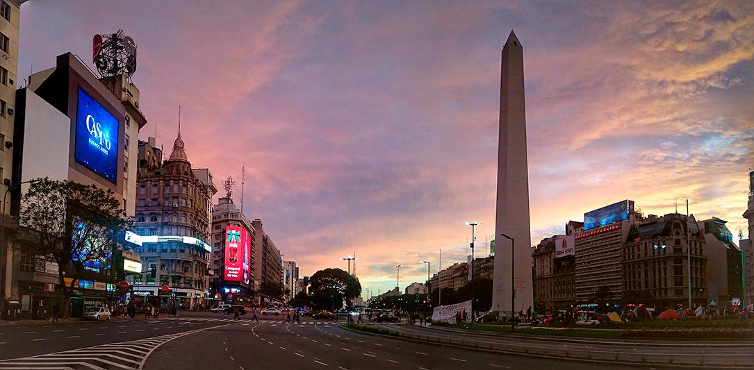 Vue panoramique de la place de la République et de l'obélisque, Buenos Aires, Argentine - 2014