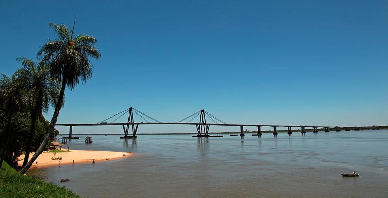 Pont sur le rio Parana, Corrientes, Argentine - 2014