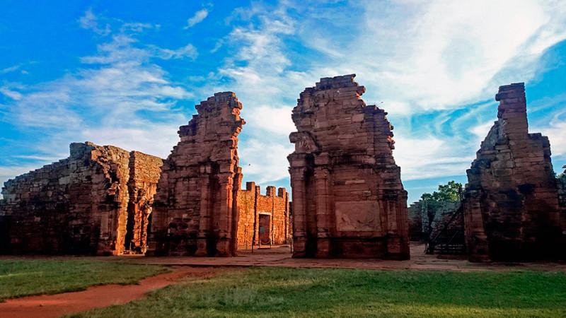 Ruines de l'église, mission Jésuite de San Ignacio Mini, Argentine - 2014