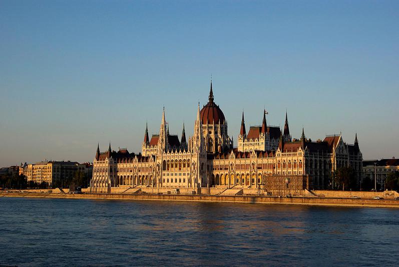 Hongrie - Budapest, le parlement sur les bords du Danube - 2009