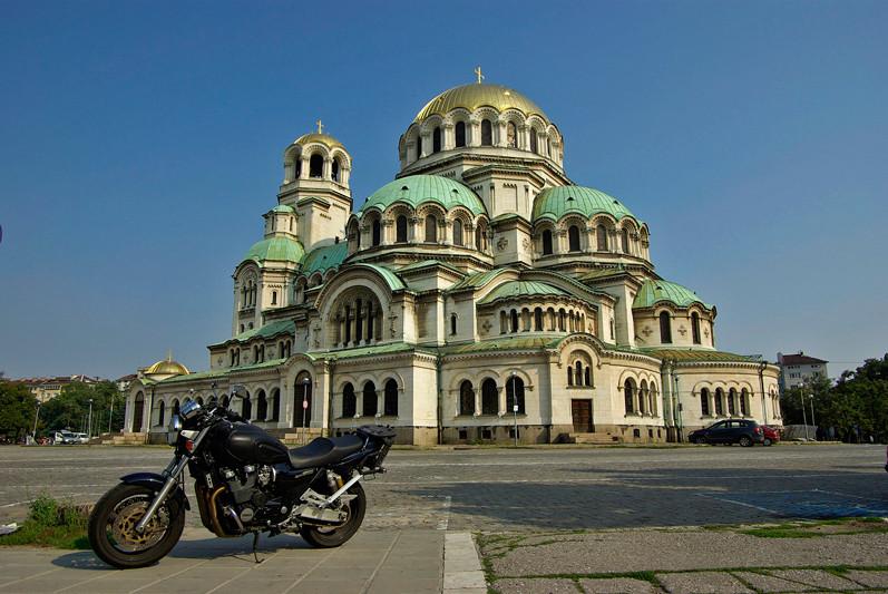 La moto devant la cathédrale Alexandre Nevski, Sofia, Bulgarie - 2009