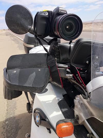EOS 5D mkII sur support ram mount pour vidéo à moto, Pérou - 2014