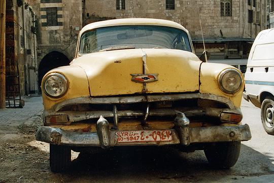 Syrie - Alep, une vieille voiture américaine utilisée comme taxi