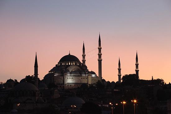 La mosquée Süleymaniye, illuminée pour le ramadan, Istanbul, Turquie 2011.