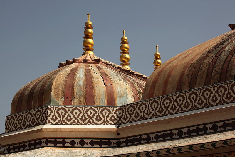 Le fort d'Amber, détail des coupoles - Amber, Inde 2012