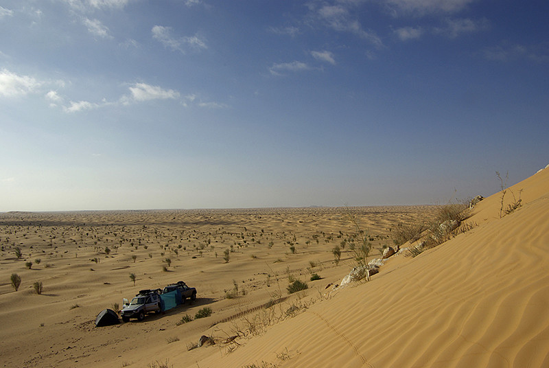 Bivouac à l'abri du vent de sable près de Tembain - Tunisie 2009