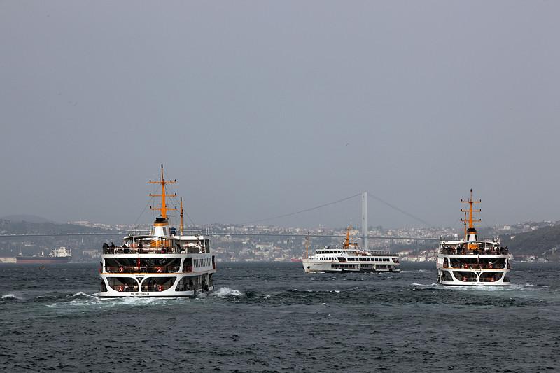 Le ballet des ferries sur le Bosphore, Istanbul - Turquie 2013