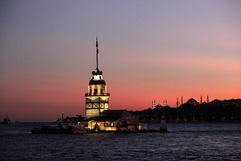 Le soleil se couche sur la tour de Léandre et la Corne d'Or, Istanbul - Turquie 2011