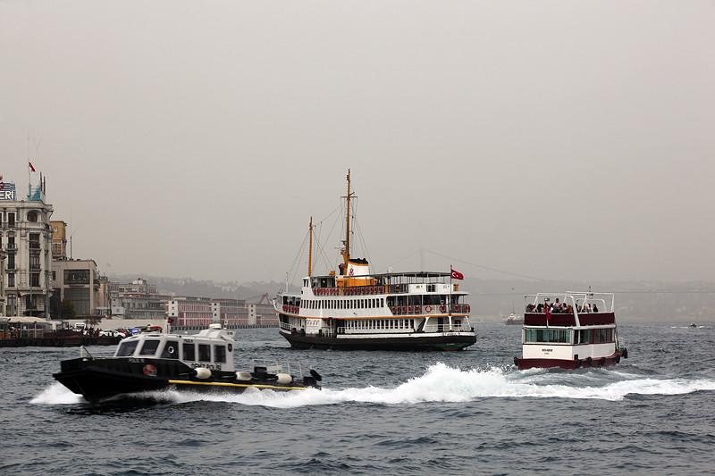 Densité du trafic maritime sur le Bosphore, Istanbul - Turquie 2013
