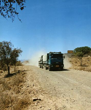 Camion sur la piste, Ethiopie, février 2000