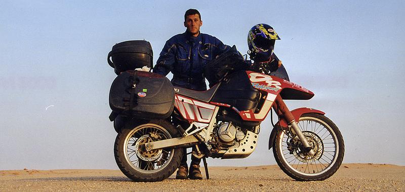 Autoportrait, désert de Nubie, Soudan, février 2000