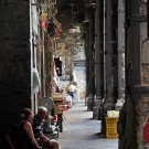 Coursives dans les vieux quartiers de Naples, Italie - août 2013