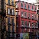 Façades colorées dans les rues de Naples, Italie - août 2013