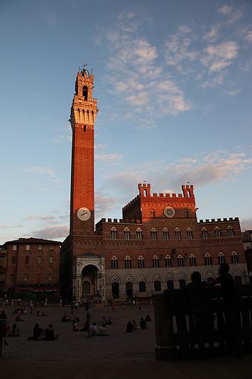 La torre del mangia et le Palazzo pubblico, Sienne, Italie - 2013
