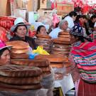 Etal de pain, mercado San Pedro, Cuzco, Pérou - 2014