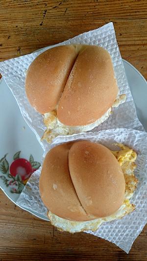 Sandwichs aux œufs au petit déjeuner : Bon appétit, Lima - Pérou 2014