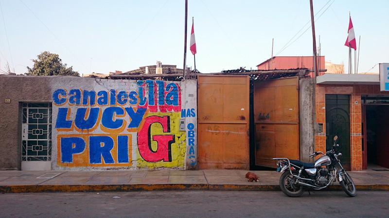 Scène de rue à Nazca, Pérou - 2014