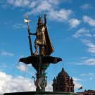Statue de Pachacutec sur la Plaza de Armas, Cusco, Pérou - 2014