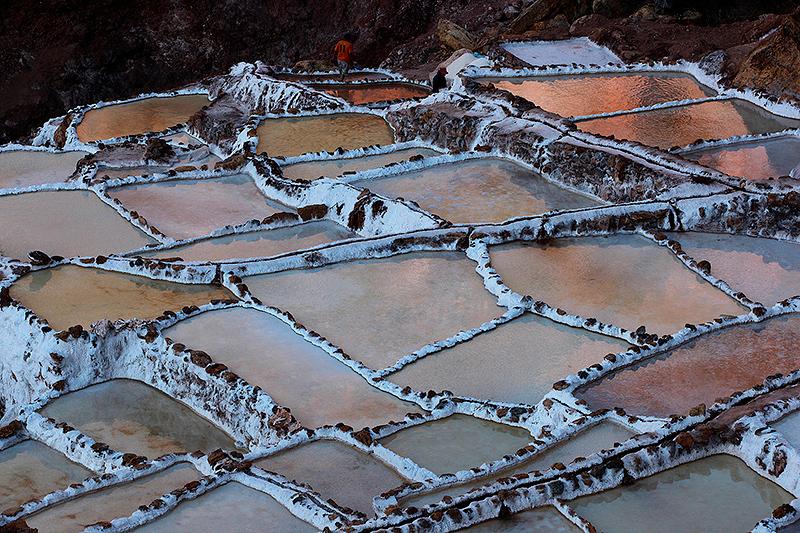 Derniers reflets sur les salines de Maras, Pérou - 2014