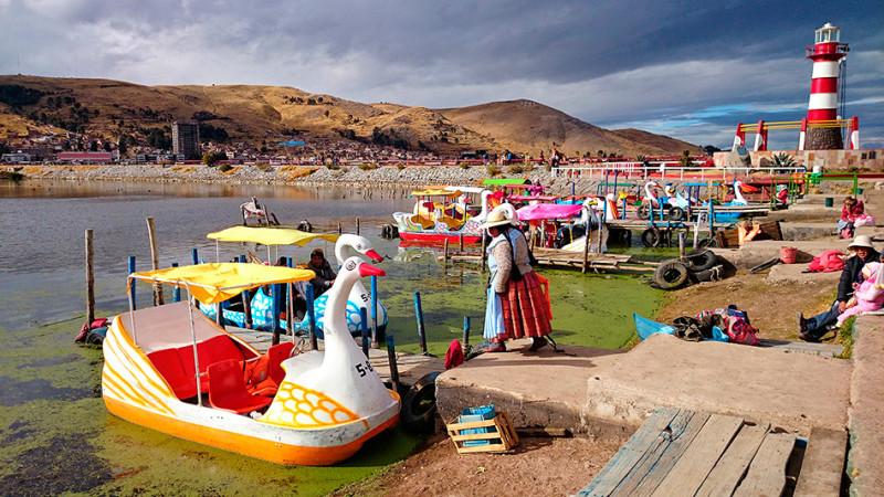 Les pédalos du lac Titicaca, Puno, Pérou - 2014