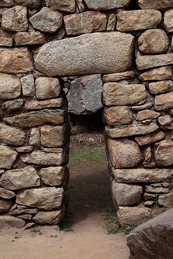 Porte sur le site du Machu-Picchu, Pérou - 2014
