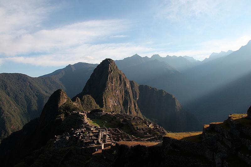 Premiers rayons de soleil sur le Machu-Picchu, Pérou - 2014