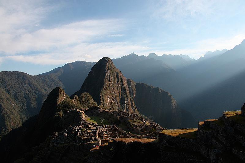 Premiers rayons de soleil sur le Machu Picchu, Pérou - 2014