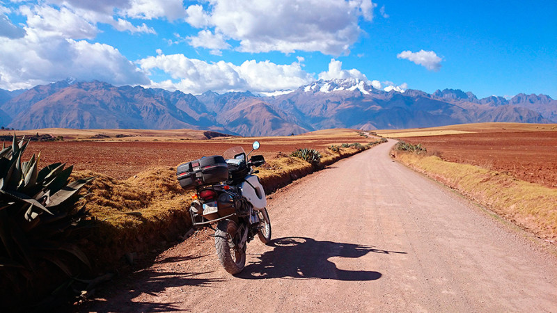 Sur la piste entre Mouray et les salines de Maras, Pérou - 2014