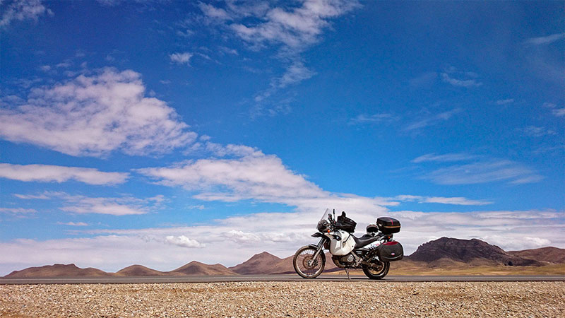 En route sur l'altiplano, Bolivie - 2014