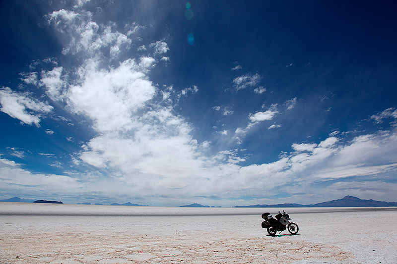 L'immensité du Salar d'Uyuni à moto, Bolivie - 2014