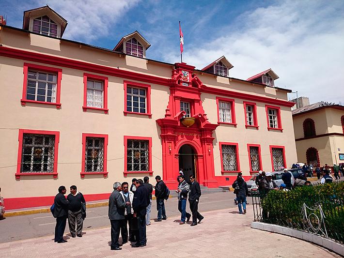 Un palais de justice très coloré, Puno, Pérou - 2014